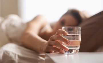 Uống nước khi đói trong vòng 1 tháng và kết quả không ngờ ai cũng mơ