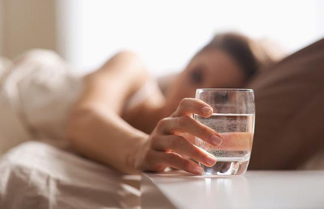 Kết quả hình ảnh cho uống nước sau khi dậy